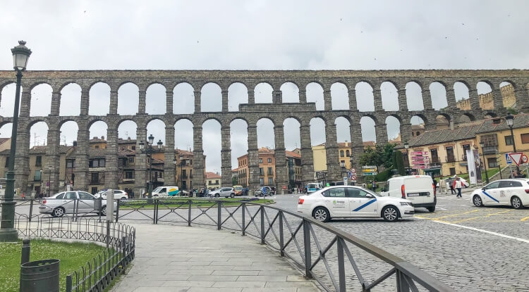 Front view of the Segovia aqueduct