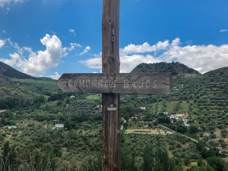 cahorros bajos sign for hiking trail