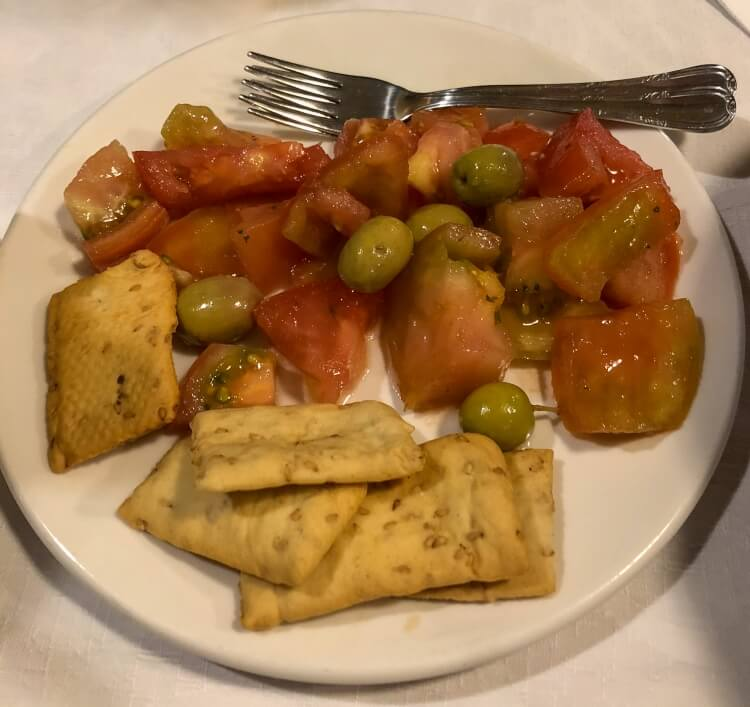 tomato and cracker tapas in granada spain