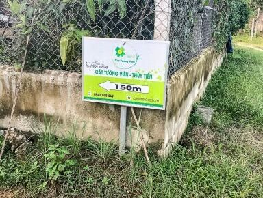 small green sign saying 150m to water park
