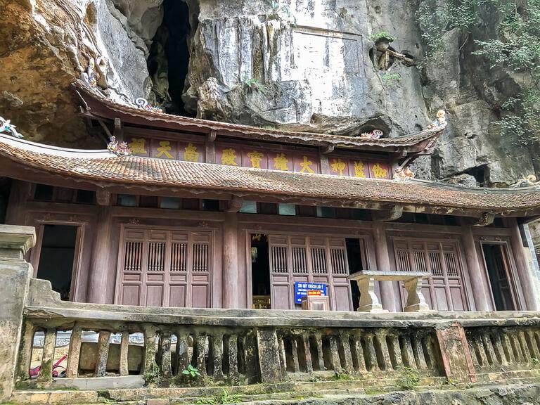 buddhist temple Bich Dong pagoda Ninh Binh itinerary