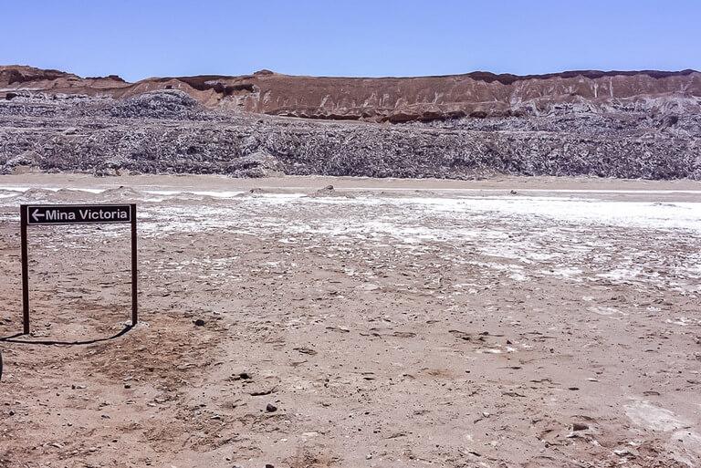 sign for Victoria mine at far end of valle de luna