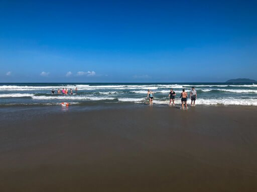 Man rescued from sea near Hai Van Pass Vietnam