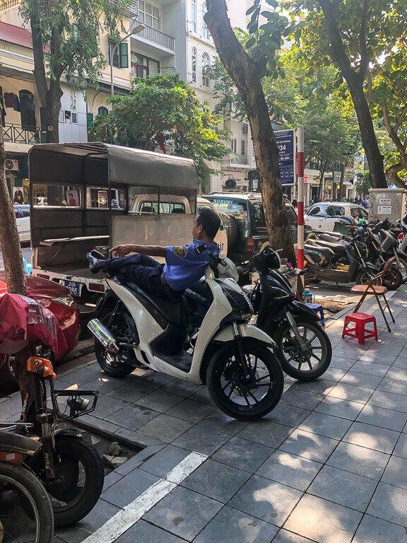 2 days in hanoi is enough when Policeman sleep on their motorbikes