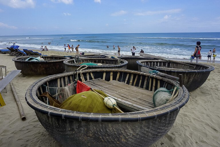 beach in Hoi An with round fishermen baskets save beaches for Thailand