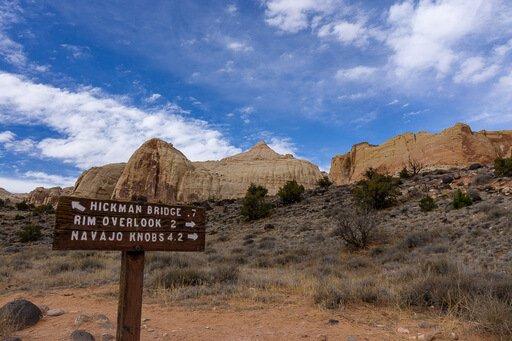 hiking distances signpost on Hickman bridge trail