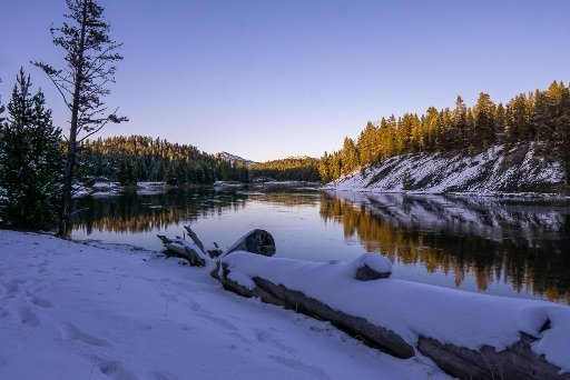 Purple hue in the sky above Yellowstone River at dawn 4 days itinerary